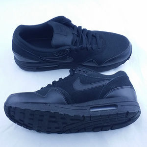 Nike Air Max 1 BLACKOUT Essential Shoes Triple B